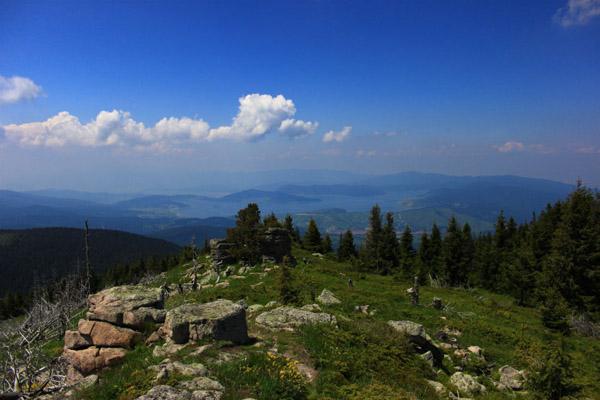 третия по височина връх в Родопите. Открива се чудесна гледка към гр. Батак и язовира